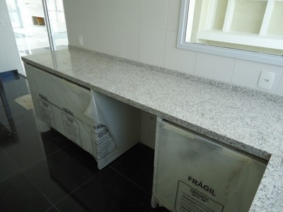 Granito branco marfim para escada pedras veneza for Empresas de granito